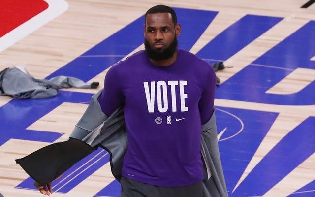 Au milieu d'un All-Star Game sans signification, LeBron garde les yeux sur les droits de vote