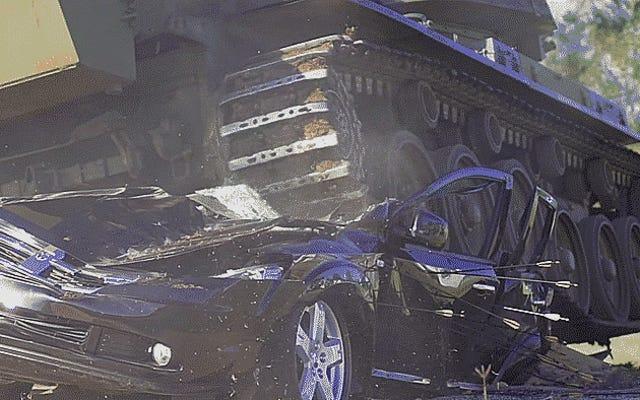 Bu Kızgın Dodge Journey Sahiplerinin Araçlarını Tankla Ezmelerini İzleyin