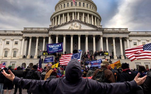 Staf Rep. Matt Gaetz Bersorak Pada Perusuh Capitol Melalui Parler Saat Mereka Menyerbu Polisi