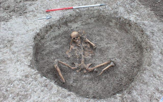 Pekerja di Inggris menemukan 26 kerangka dari 3.000 tahun yang lalu terkubur setelah ritual aneh