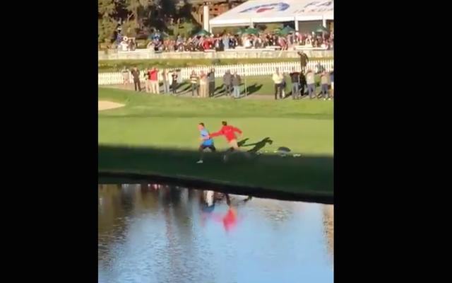 Tên ngốc trên sân gôn cởi giày, nhảy xuống nước để tránh an ninh