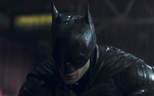 マット・リーブスは、バットマンが彼の英雄的な進化の重要な瞬間に帽子をかぶった十字軍を見つけるだろうと言います