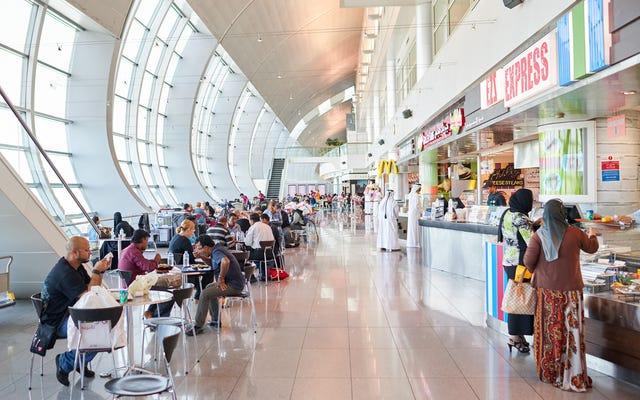 最高の食べ物と最悪の食べ物がある米国の空港