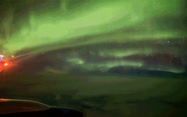 35,000フィートでオーロラを見ることがアイスランドに飛ぶための最良の理由です