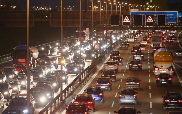 ドイツはとても暑いので、政府は高速道路に速度制限を設けています