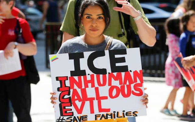 オレンジがエピソードで取り上げられた新しい黒になった後、ICEは移民ホットラインを閉鎖したと言われています