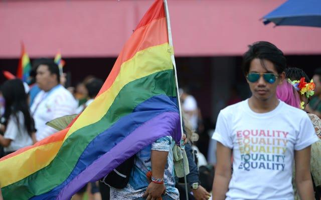 合同メソジスト教会は、LGBTQ +聖職者と同性愛者の結婚の分割を検討しています