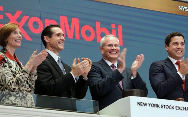 Exxon kontynuuje bezprecedensowy upadek