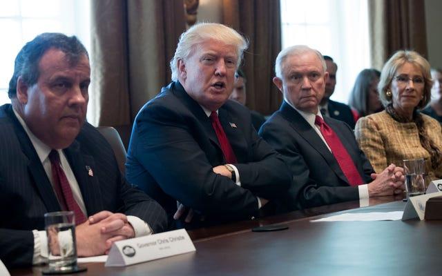 アメリカの最もクリスチャンでない白人である米国の閣僚は、定期的な聖書研究グループを持っています