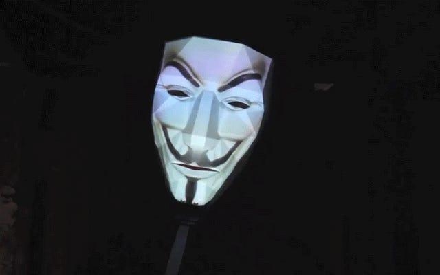 Le costume d'Halloween parfait est un masque de projecteur qui peut vous transformer en n'importe qui