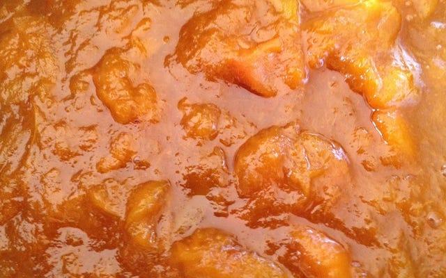 Machen Sie eine einfache Entensauce mit Marmelade und Essig