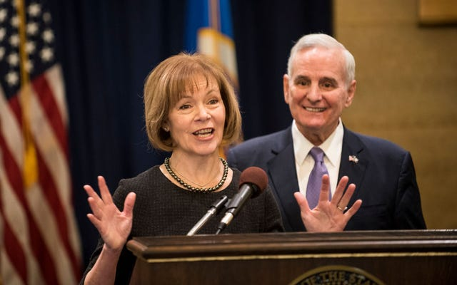 ミネソタ州の副知事ティナ・スミスが上院でアル・フランケンの後任