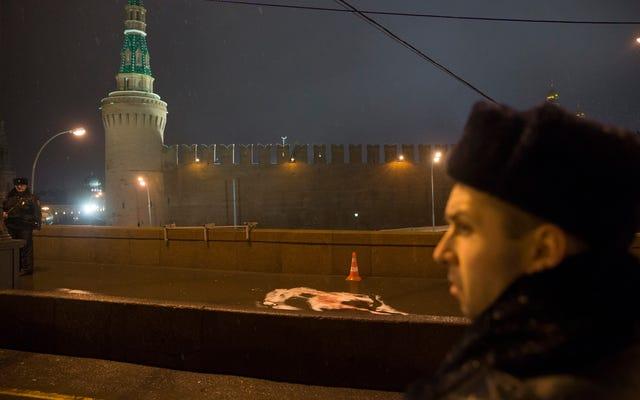 Comment les critiques de la Russie finissent toujours morts (ou presque morts)