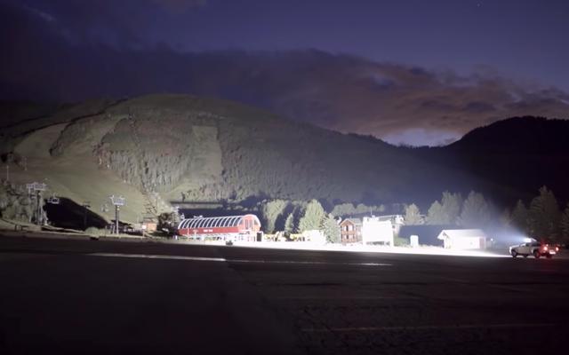 このLEDトラックバーはとても明るいので、近所の人があなたを嫌うでしょう