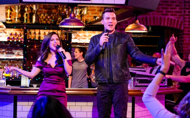 Nathaniel joue (et Scott Michael Foster triomphe) dans sa propre comédie romantique Crazy Ex-Girlfriend
