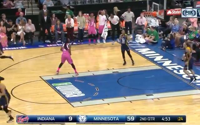 पिछली रात WNBA में एक हिस्टीरिकल लोप्सर्ड ब्लॉटआउट था
