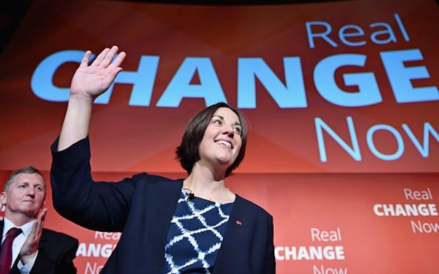 स्कॉटलैंड के मुख्यधारा पार्टी के अधिकांश नेता एलजीबी के रूप में पहचाने जाते हैं