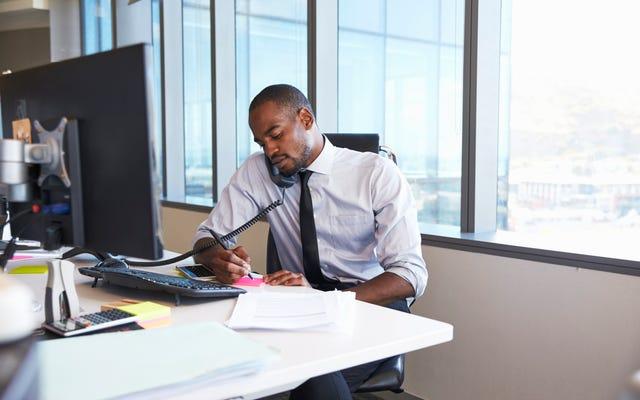 เดาว่าใครคิดว่าคนผิวดำไม่พยายามอย่างหนักพอที่จะประสบความสำเร็จ?