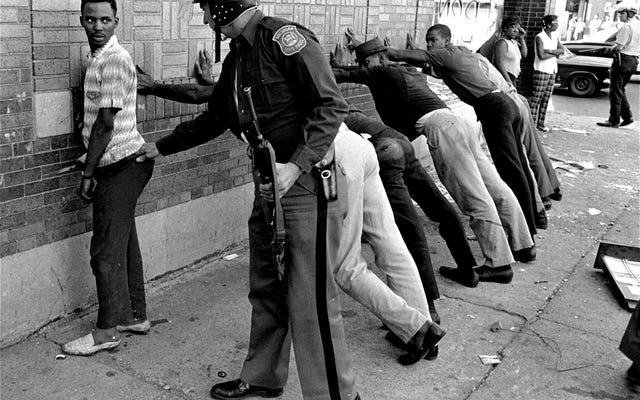 50 साल बाद कर्नेर की रिपोर्ट में मीडिया में काले लोगों के प्रतिनिधित्व की आलोचना करते हुए, कुछ लोगों ने कहा कि यह गंभीर रूप से नहीं लिया गया था