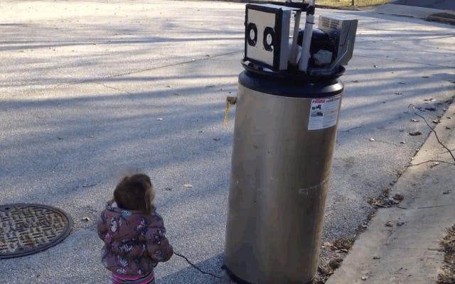 """""""Salut wobot"""", l'adorable moment où une fille confond un radiateur avec un robot"""
