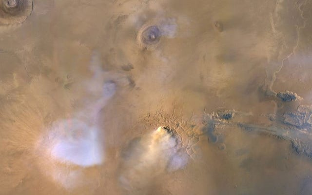 मंगल ग्रह पर विशाल धूल टावर्स यह बता सकते हैं कि लाल ग्रह अपना पानी कैसे खोता है