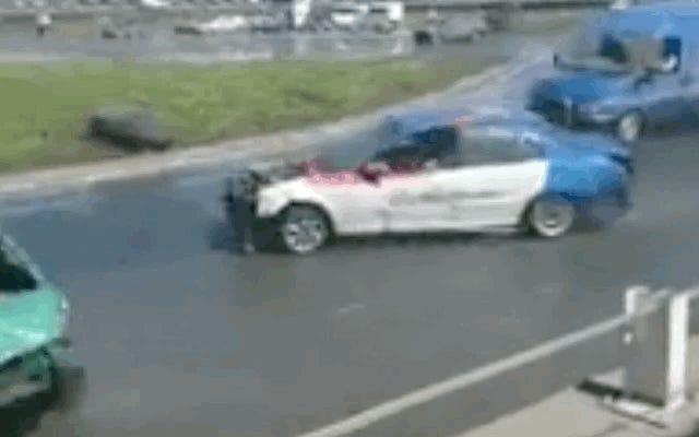 Les choses ne se passent pas comme prévu pour cette camionnette Mercedes Sprinter Drift