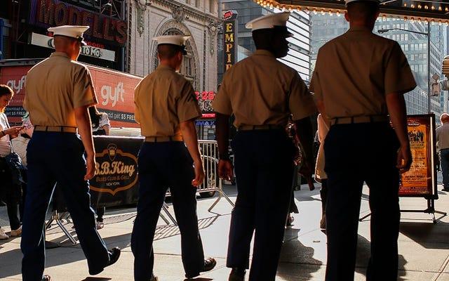海兵隊は19のタイトルから「男」を削除したので、当然のことながら男は彼らのたわごとを失っています