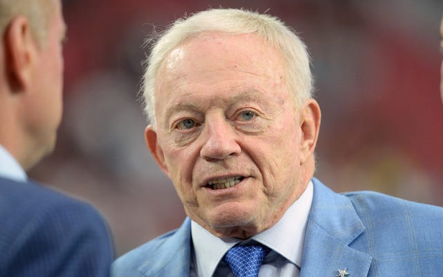 """Jerry Jones nói bất kỳ cao bồi nào nhìn thấy """"không tôn trọng lá cờ"""" sẽ không chơi"""