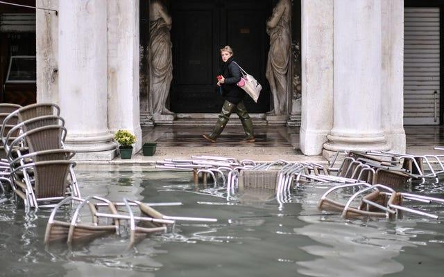 歴史的な高潮洪水都市としての非常事態下のヴェネツィア