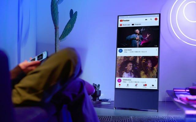 サムスンは、まるであなたの電話であるかのようにビデオを垂直に見るために回転することができるテレビを発表します