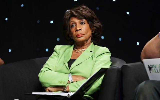 人種差別的なボイスメールでマキシン・ウォーターズ議員を殺害すると脅迫したとして非難されたトランプ支持者は保釈されたままである