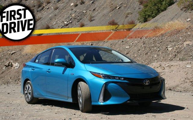Toyota Prius Prime 2017 Adalah Tesla Pura-pura Berteknologi Tinggi Yang Mendapat Jarak Tempuh Luar Biasa