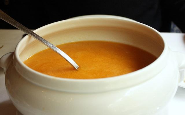 骨ブロスはあなたの免疫力を高めません(しかしそれはそれでも素晴らしいスープを作ります)