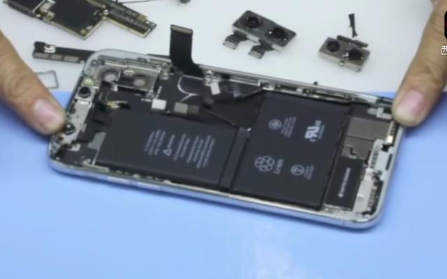 IPhone X के विस्फोटित दृश्य से पता चलता है कि इसमें एक नहीं बल्कि दो बैटरी हैं