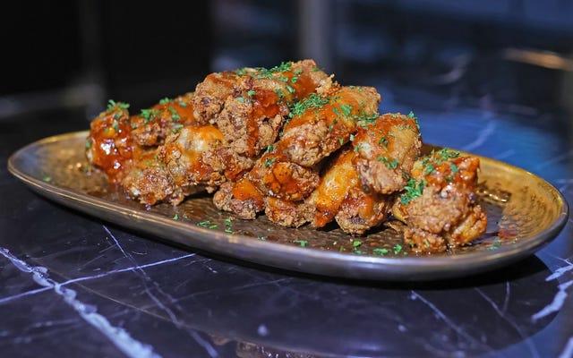 スーパーボウルにはどのフレーバーウィングを食べるべきですか?そして、なぜそれはハニーバーベキューなのですか?