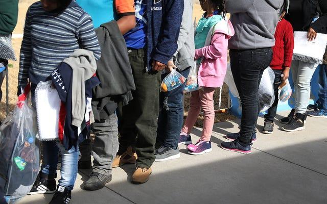 米国に入る移民家族を助ける方法