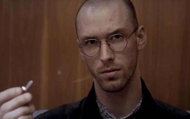 Dans ce court métrage de science-fiction, un homme découvre un secret puissant à l'intérieur d'un coffre-fort