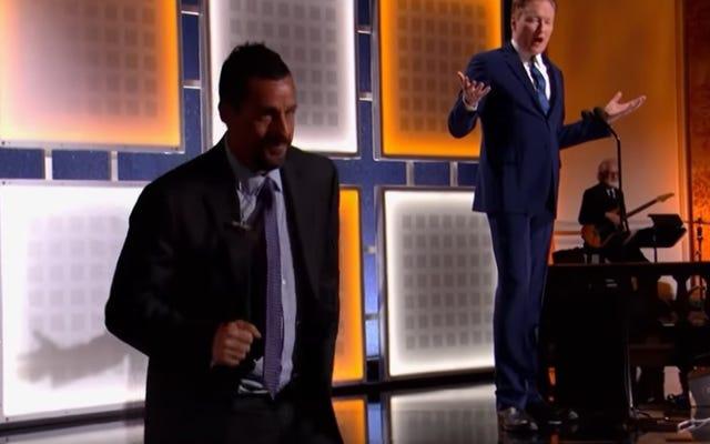 Saksikan Conan secara spontan, Adam Sandler dengan gembira memanggang di AARP Awards