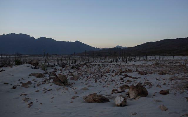 """Il Sudafrica raziona l'acqua mentre cerca di evitare di nuovo il """"giorno zero"""""""
