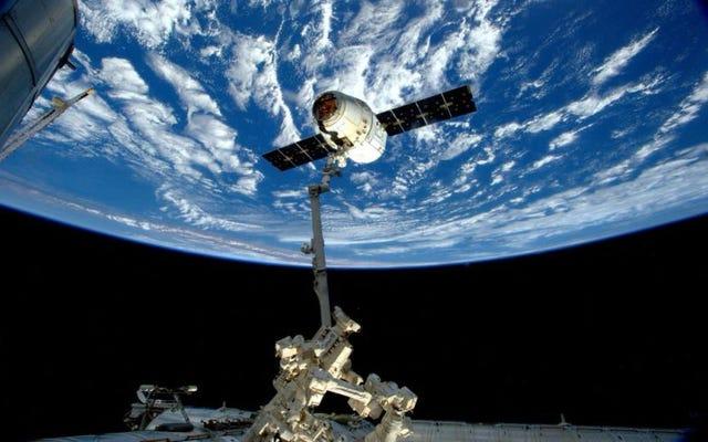 Un altro passo per rendere i viaggi nello spazio più economici: SpaceX lancerà per la prima volta una navicella spaziale Dragon usata