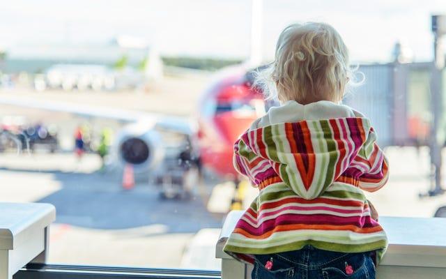 Come usare un seggiolino per auto su un aereo