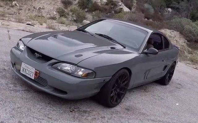 यह 2JZ- पावर्ड Ford Mustang नर्क के समान ही स्वच्छ है