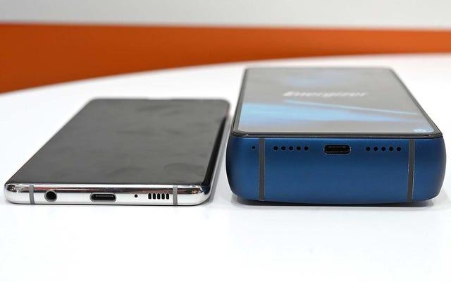 Điện thoại này có pin 18.000 mAh, nhưng nếu bạn làm rơi nó lên mặt sẽ bị vỡ mũi