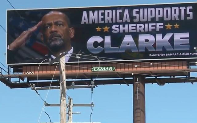 ป้ายโฆษณา 'America รองรับ Sheriff Clarke' เป็นเรื่องที่น่าสยดสยองของเราที่ไม่มีใครถามถึง
