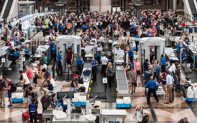 """TSA заявляет, что новые агрессивные обыски """"не требуют"""" касаться вашего хлама"""