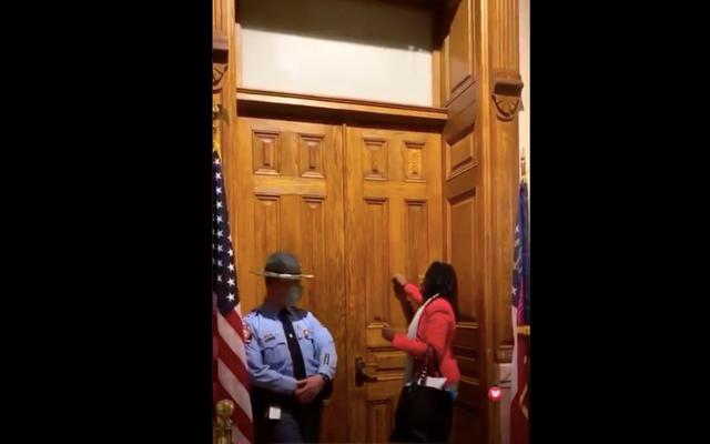 本当に今?ジョージア州議会議員パークキャノンを知事のドアをノックしたとして逮捕した警官は、1月6日の事件が彼の心にあったと主張している