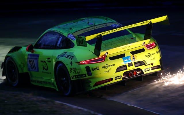 ニュルブルクリンク24時間レースは、見逃せないほど素晴らしいので、視聴方法は次のとおりです。