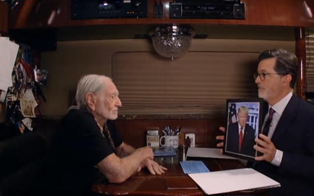 ウィリーネルソンのツアーバスで、スティーブンコルベールは、どの有名人が最もヒットする必要があるかを尋ねます