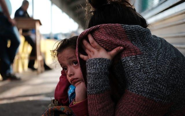 トランプ政権は何百もの移民家族を無期限に強制的に分離し続けるかもしれない