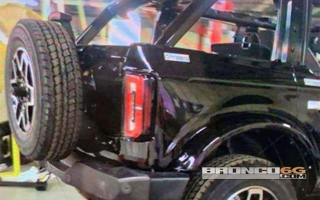 2021 Ford Bronco: Wyciekające zdjęcia pokazują tylny koniec dwudrzwiowego i czterodrzwiowego (AKTUALIZACJA)